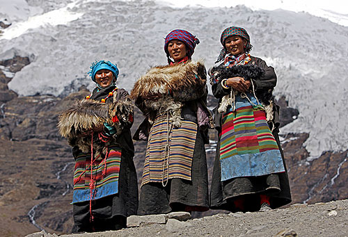 Annapurna Nepal Three Tibetan Women In Traditional Dresses